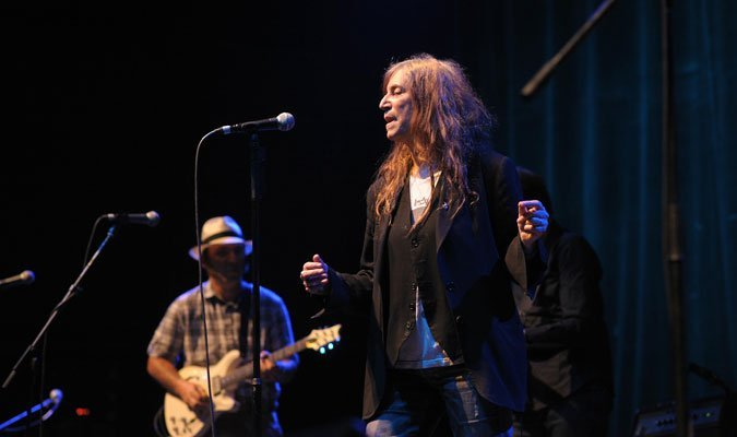 Patti-Smith-and-her-band-10