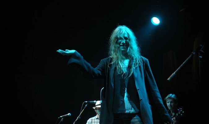 Patti-Smith-and-her-band-13