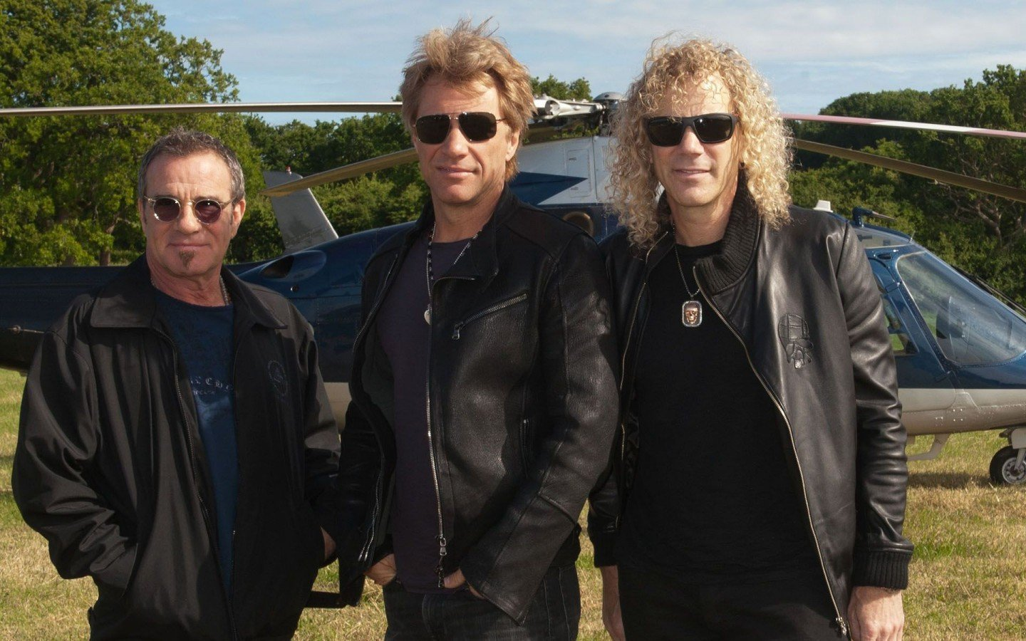 Tico-Torres-Jon-Bon-Jovi-And-David-Bryan-Arrive-Helicopter-The-Isle-Of-Wight-900x1440
