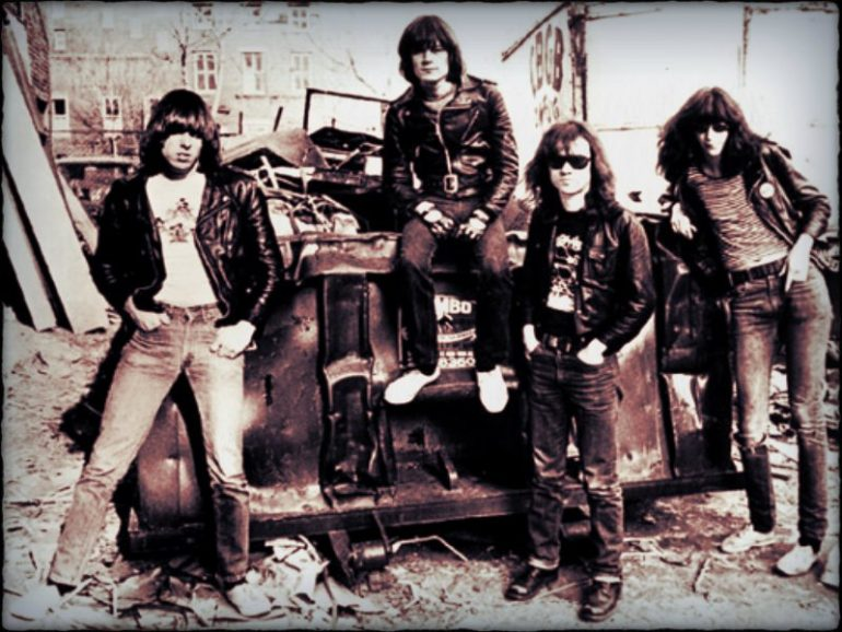 -Ramones-the-ramones-30831054-800-600