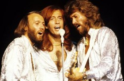 1985269-robin-gibb-bee-gees-617-409