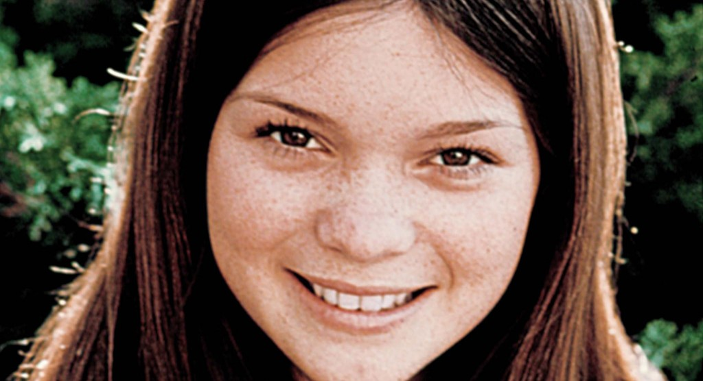 picture-of-valerie-bertinelli-in-one-day-at-a-time-1975--large-picture