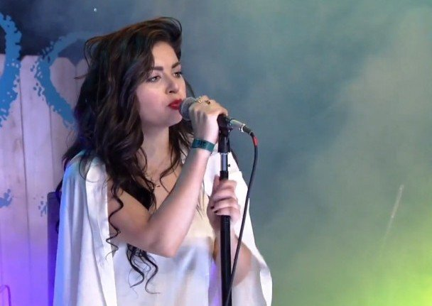 Charli-XCX-at-YouTube-Space-608x504