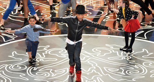 pharrell-williams-oscars-2014-performing-live-8-1393814938-large-article-0