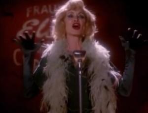 "Mira a Jessica Lange cantar ""Gods & Monsters"" de Lana Del Rey en American Horror Story"