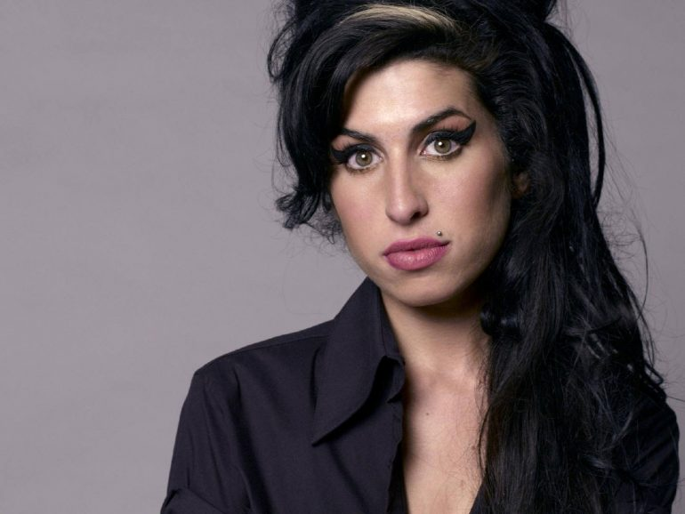 Amy-Winehouse-CelebFinancialWealth_Com