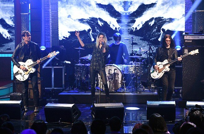 The Dead Weather perform on The Late Show with Stephen Colbert, Monday Sept. 14, 2015 on the CBS Television Network. Photo: Jeffrey R. Staab/CBS ©2015 CBS Broadcasting Inc. All Rights Reserved