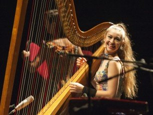 LONDON, ENGLAND - NOVEMBER 09:  Joanna Newsom performs at Eventim Apollo on November 9, 2015 in London, England.  (Photo by Robin Little/Redferns)