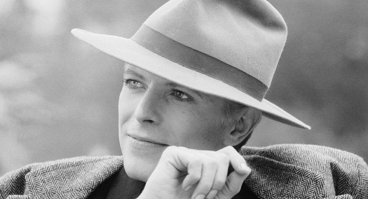 1976: Singer David Bowie wearing a smart hat. (Photo by Terry O'Neill/Getty Images)